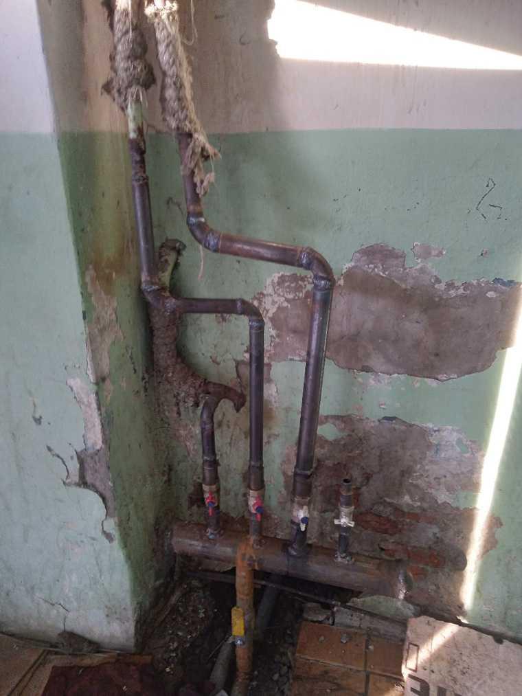 В Тюменской области многоквартирный дом заливает кипятком. ФОТО