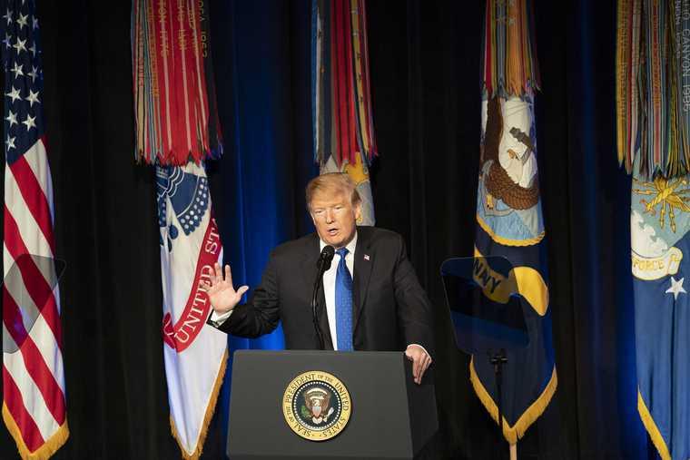 Трампа перевезут в военный госпиталь