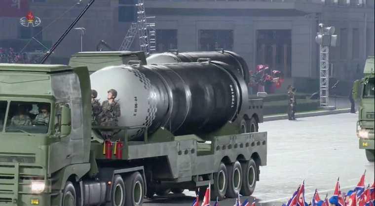 Северная Корея показала новую ракету. Видеотрансляция