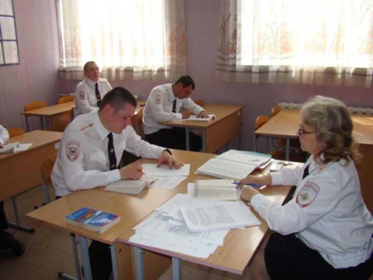 В свердловском центре подготовки полицейских — вспышка инфекции. «Нам говорят, что это ОРВИ»