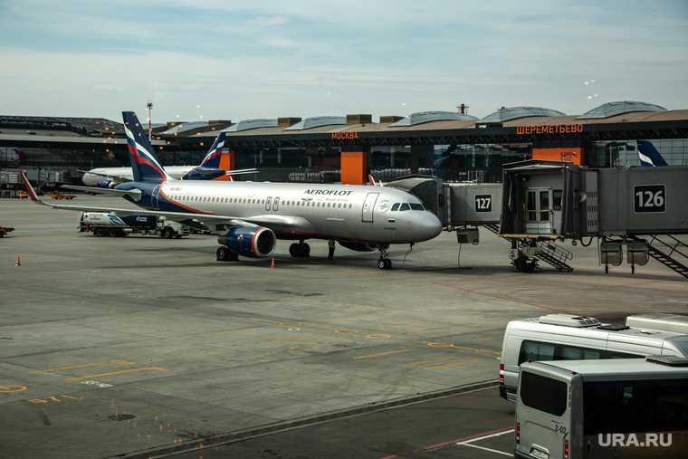 самолет пассажиры экстренно сел
