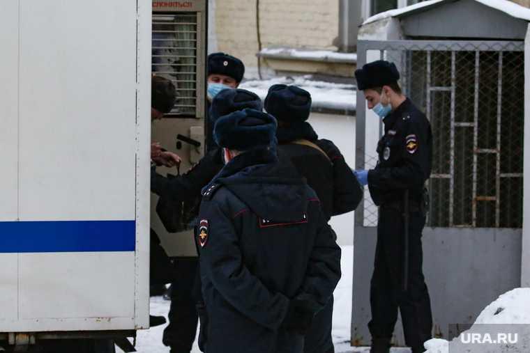 Привоз отца Сергия в Басманный суд. Москва