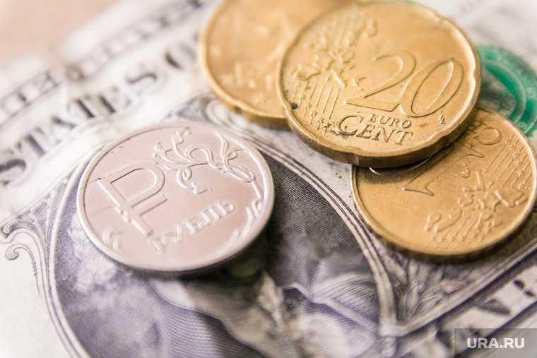 Сбер выяснил самые валютозависимые города РФ