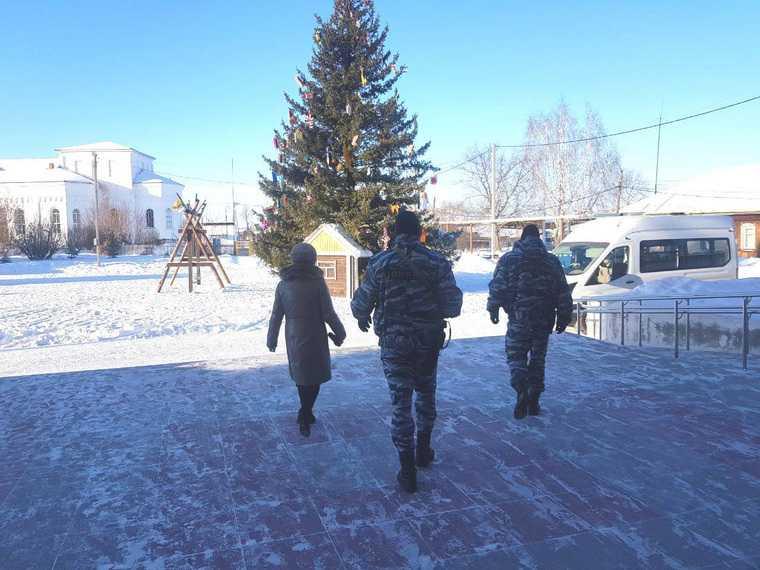 Источник: врио свердловского мэра задержан с участием ОМОН. Фото