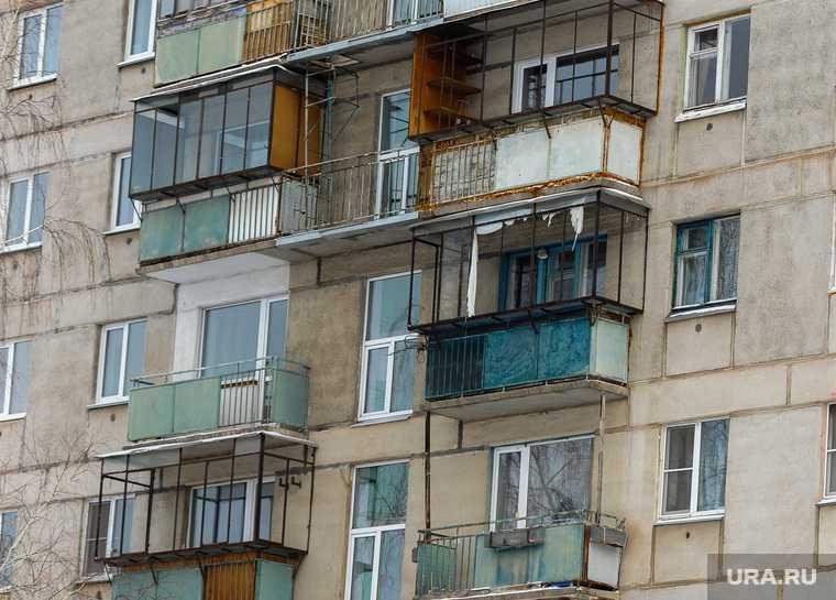 Челябинская область Сатка смерть алкоголь следственный отдел балкон труп на газоне