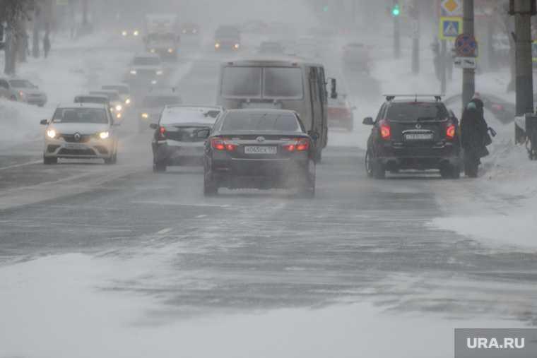 Метель и снегопады угрожают ЯНАО транспортными коллапсами