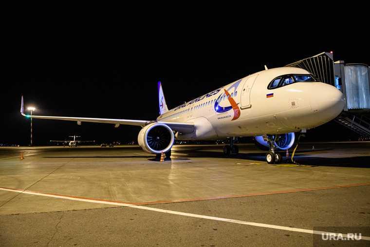 Уральские авиалинии самолет отказ двигателя