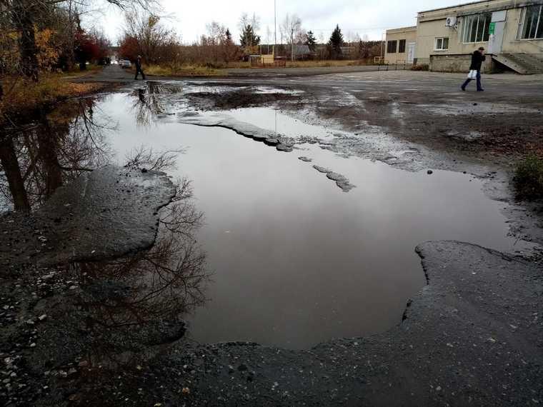 Чиновники не дают денег на ремонт дороги на «курганской Рублевке». Фото