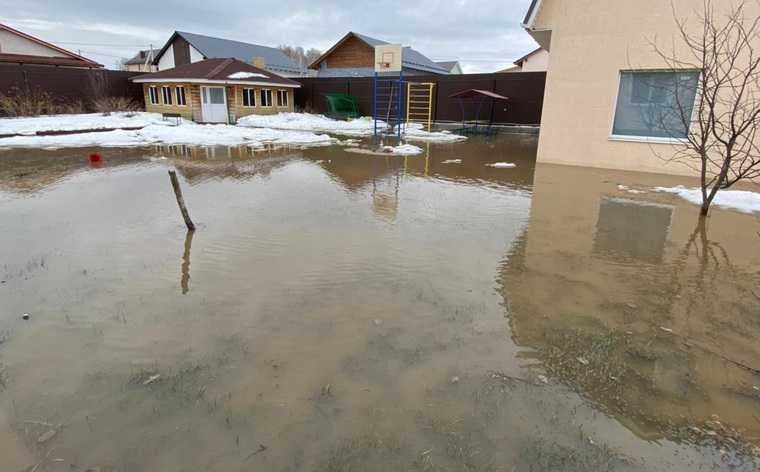 Свердловский коттеджный поселок оказался непригодным для жизни. Его топит канализация