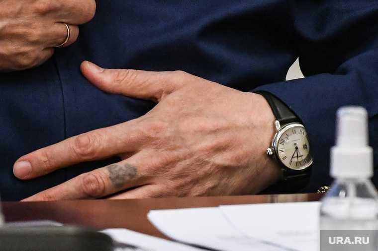 У замгенпрокурора в УрФО нашли необычную татуировку. Знаток криминального мира раскрыл ее значение