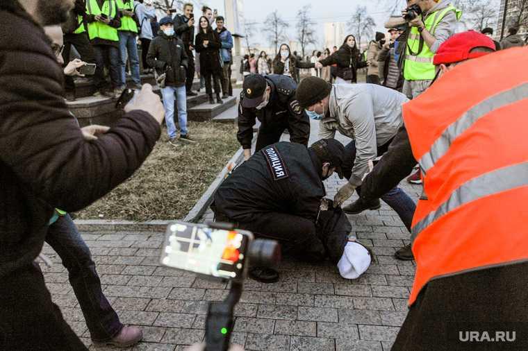 митинги протесты избиение насилие полиция акции Навальный Песков Кремль
