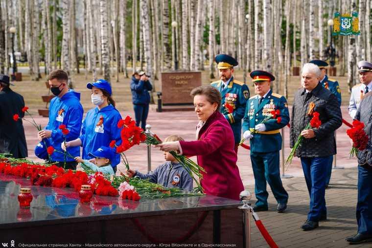 Губернатор ХМАО Комарова день победы 9 мая