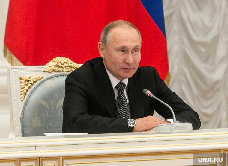 Президент РФ наградил ученых за разработку вакцины от коронавируса