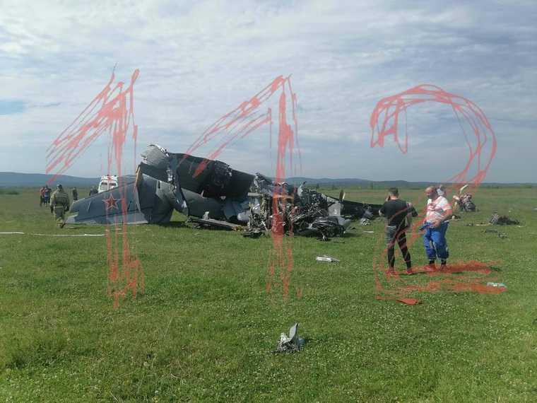 Самолет с парашютистами разбился в Кузбассе, есть жертвы. Фото